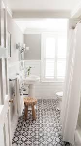 Patterned Floor Tiles Bathroom Para Um Banheiro Off White Clssico Ficar Ainda Mais Charmoso