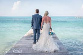cancun wedding photographer wedding portrait riu cancun mexico luxury beach destination wedding photography bride and groom photo session blue