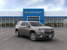 test drive a 2019 chevrolet traverse at holz motors in hales corners near milwaukee