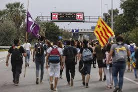 Sentencia del 'procés': Las protestas independentistas colapsan el  aeropuerto de Barcelona | Cataluña | EL PAÍS