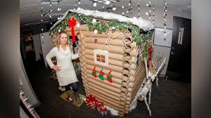 Decorate office cubicle Diy Minneapolis Woman Transforms Her Cubicle Into Christmas Log Cabin Abc News Minneapolis Woman Transforms Her Cubicle Into Christmas Log Cabin