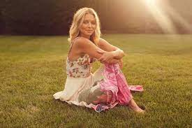 Kelly Ripa to Release First Book, Live ...