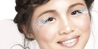 if you re going to be a sweet angel for you re going to need some dainty makeup to go with it blue and white eye shadow can create a soft