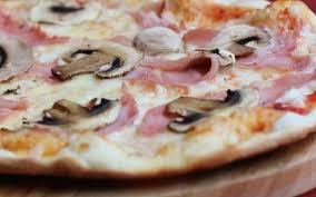 Risultati immagini per prosciutto e funghi pizza