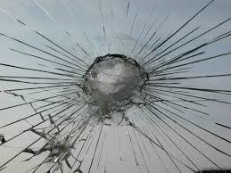 Risultati immagini per splintered looking glass