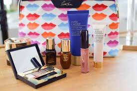 unfortunately the estee lauder gift with purchase that is pictured above is already sold out but be sure to check out which other brands are offering gifts