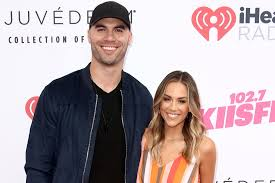 Wireimage later that month, kramer took to social media to share how she was adjusting to life after their split. Jana Kramer Finds Photo Of Topless Woman In Husband S Phone