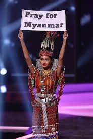 At Miss Universe, Contestants Mix ...