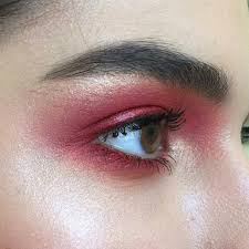 easy and cute eye makeup of red color