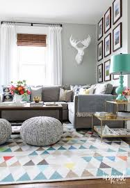 Fresh, bright, and colorful living room! To change this space up for the