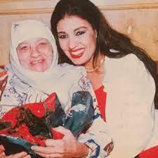 """فيفى عبده فى صورة نادرة مع والدتها: """"عيد أم سعيد عليكى يا أمى.. الله يرحمك""""  - اليوم السابع"""