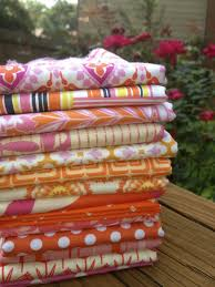My Quilt Infatuation: Quilt Photography- or, I Am Not a Shutterbug & This is my favorite of all of the pictures I took. I pretty much LOVE  everything about this picture, with the roses in the background slightly  blurred, ... Adamdwight.com