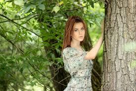Dievča Strom šaty Ryšavé Fotografia Zdarma Na Pixabay