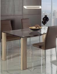 Large gamme de tables contemporaines pour salle à manger