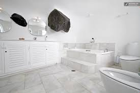 greek style white bathroom great: image greek island villa with a jacuzzi and great views agathon jpgpre