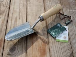 top 10 essential garden tools every