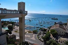 O Elevador Lacerda é um símbolo da... - Geografia da Bahia