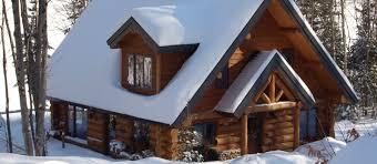 la cime une maison en bois rond