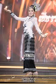 มิสแกรนด์เชียงราย - มิ้นท์ วันทนีย์ ฟักแก้ว ชุด เสื้อปั๊ดซิ่นบัวคำ  เป็นเอกลักษณ์ของแม่หญิงล้า… | Thailand dress, Thai traditional dress,  Thailand national costume