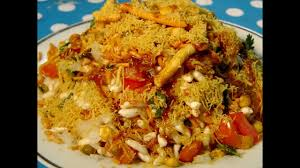 bhel puri with tangy tamarind and y chilli chutney