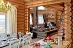 Внутренний интерьер в деревянном доме