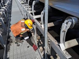 Coal Belt Conveyor Design Cleaning Spillage Coal On The Structure Belt Conveyor And