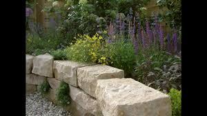 Ihre treppe von treppenbau voß wird handwerklich perfekt mit liebe zum detail gefertigt. Trockenmauer Und Terrasse Arbeiten Mit Naturstein Natursteinwolf Youtube