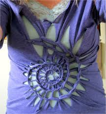 picture of braided flower tshirt