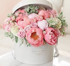 Flower box with gorgeous pastel pink bloomers ! Such a cute gift idea