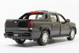 Free Shipping Brand New Welly 1:24 Scale Cadillac Escalade EXT ...