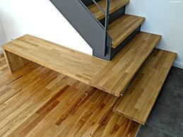 Zwei treppen und eine flügeltür: Moderne Treppe Aus Stahl Holz Mit Kleiner Bank Modern Flur Berlin Von Smg Treppen