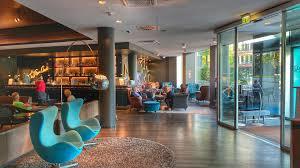 In der neunten folge der #maisonjaworskyj bringen wir stuckleisten aus kunststoff im flur an, was sich jedoch schwieriger gestaltet als gedacht. Motel One Hamburg Am Michel Design Hotel Mitten In Hamburg
