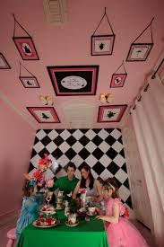 Alice in Wonderland bedroom ideas- alice bedrooms Alice in Wonderland Tea  Party, If one day I have enough money for a big house I can totally see my  self ...