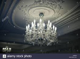 Schöne Antike Kristall Kronleuchter Hängt Von Der Decke In