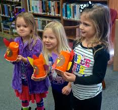 Making Turkeys at Oakland Library's Craft Time | Kat Country Hub