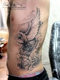татуировка на боку у парня голубь фото рисунки эскизы
