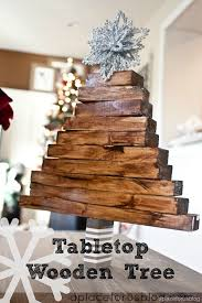 Make this Easy Christmas Craft, wooden tabletop tree