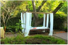 How to Build Your Own Outdoor Swinging Bed