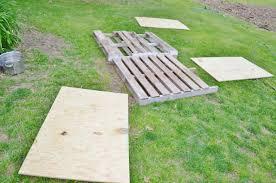 diy dog house wooden pallets