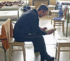 Украинский заключенный получил диплом бакалавра Замначальника исправительного учреждения отметил что заключенный начал проявлять лидерские качества и наклонность к эффективному руководству персоналом