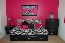 Pink And Black Bedroom Hot Pink And Black Bedroom Ideas Beautiful Flower Vase On Top Lamp