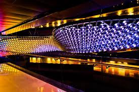 relective flow world s largest chandelier the worlds largest chandelier qatar midle east record color