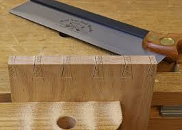 dovetail saw teeth. dovetail saw cuts teeth