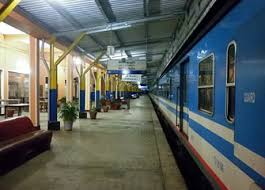 the morning train to colombo at batticaloa