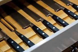 If you are a big fan of tidiness, a drawer tray would be the perfect  solution for storing your knives. You won't be troubled by a magnetic rack  not working ...