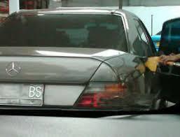mobil-mewah-isi-bensin-premium