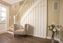 So entscheiden sich viele bauherren für treppenstufen und handläufe aus massivem, robustem. Treppenhandlauf Fur Innen Aus Holz Hier Auf Mass Bestellen Handlauf Meyer
