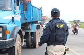 MAIO AMARELO: PRF reforça campanha de conscientização no trânsito que visa  a evitar colapso no sistema de saúde em tempos de pandemia