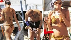 Costume Da Bagno Sirenetta : Alessandra amoroso sirenetta distratta capitombolo in bikini a