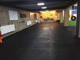 Bei fußbodenheizungen ein problem, da durch die trittschalldämung und eventuelle luftpolster die heizwirkung an der holzoberfläche abnimmt. Grosse Gummimatte Bodenbelag Fur Garage 1 M X 1 M X 15 Mm Fur Kommerzielle Gewichte Strapazierfahig 1 M X 1 M X 1 5 Cm Baustoffe Fussboden